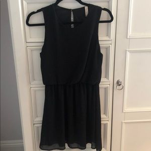Final Touch Sleeveless Black Dress - Medium